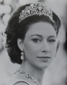 Late sister of Queen Elizabeth II, Princess Margaret in the turquoise tiara Princesa Margaret, Royal Crowns, Royal Tiaras, Royal Life, Royal House, Prinz Philip, Margaret Rose, Estilo Real, Elisabeth Ii