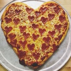 Cute Food, I Love Food, Good Food, Yummy Food, Valentines Day Food, Valentine Pizza, Four Cheese Pizza, Heart Shaped Pizza, Love Pizza