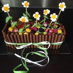 Garden Birthday Cake – Birthday Cakes: Simple, Original and Funny Ideas Birthday Cakes For Men, Birthday Cake For Father, Garden Birthday Cake, Toddler Birthday Cakes, Funny Birthday Cakes, Birthday Cake Flavors, Homemade Birthday Cakes, Funny Cake, Happy Birthday
