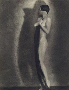 Art - 'La ligne' - by Ludwig Harren, 1933 Figure Photography, History Of Photography, Nude Photography, Vintage Photography, Leni Riefenstahl, Straight Photography, Modern Photographers, Art Deco, Anais Nin