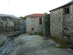 Casas antiguas y una restaurada en el Cañizo