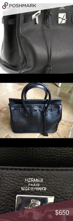 Women's HERMES-PARIS Black Folio Handbag Size L Women's HERMES-PARIS Black Folio Handbag Size L   Features: *Replica non-authentic  Brand: HERMES-PARIS Style: Folio Gender: Women's Color: Black Closure Type: Lock & Key (not included) Type: Handbag Handbag Size: L Country/Region Of Manufacture: France Measurements: Bag Height (In): 11 Bag Depth (In): 7 Bag Length (In): 13 Strap Drop (In): 3 Hermes Bags Shoulder Bags