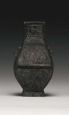 A BRONZE SQUARE-SECTIONED HU-FORM VASE<br>SONG / YUAN DYNASTY | Lot | Sotheby's