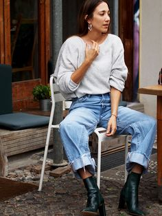 #transitional #newseason #fall #autumn #streetstyle #berlin #ootd #helloshopping #cozy #cosy #chunkyknit #knit #knitwear #sweater #americanvintage #90ies #denim #jeans #levis #liveinlevis #vintage #altered #boots #zara #effortless #minimal #oversized #oversize #layering