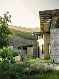 Landscape architect Bernard Trainor planted native grasses and yarrow as a visual buffer between the house and the natural site. Contemporary Architecture, Architecture Details, Industrial Architecture, Garden Architecture, Amazing Architecture, Interior Exterior, Exterior Design, Modern Interior, Landscape Arquitecture