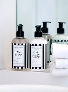 """The Laundress Seife """"Hand Soap"""" bei Bedandroom online kaufen Safflower Oil, Mineral Oil, Soap Dispenser, Essential Oils, Fragrance, Alcohol, How To Apply, Cleaning, Cream"""