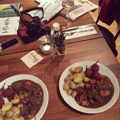 Current Sunday night mood @ our restaurant Mama's | Dutch dinner in Amsterdam. Looking for a good restaurant in Amsterdam? Go to our Mama's in Hotel Jansen Amsterdam!