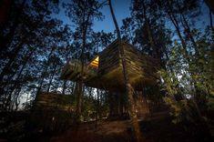 Project Cabañas do Barranco bestaat uit maar liefst 8 unieke design boomhutten in het Noordwesten van Spanje, niet ver van Santiago de Compostella.