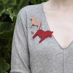 Craft idea: make Swedish Dala Horse pins from felted wool...perfect for all the Swedish speakers in my house