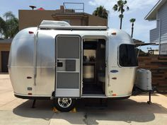 Cutest Airstream by the ocean - Campers/RVs for Rent in San Diego AirBnB Airstream Sport, Airstream Bambi, Airstream Interior, Vintage Airstream, Vintage Campers, Small Camping Trailer, Camping Trailers, Camping Cabins, Travel Trailers