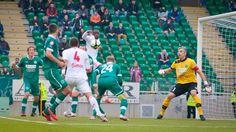 A Győri ETO másodjára is 3-0-ra győzte le a Debrecent ebben a szezonban. A Szuperkupa-győzelem után a bajnokságban is ekkora arányban verték a tavalyi kupagyőztest. A magyar bajnokság, az NBI legutóbbi bajnoka fogadta a legutóbbi Magyar Kupa kiírásának győztesét. Azt a Debrecent, amelyik az összecsapás előtt még vezette a tabellát, ezzel a vereségével azonban visszacsúszott […]