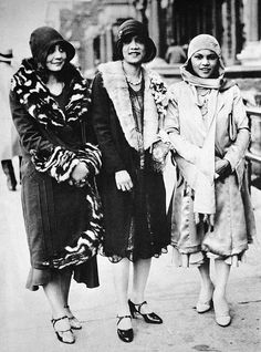 WHEN HARLEM WAS IN VOGUE African American flappers on the streets of Harem, NY, 1920s