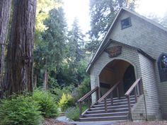 The San Lorenzo Valley Historical Museum, Boulder Creek, CA, holds forth in a deconsecrated Episcopal church built in 1906. Photo by Blue Gryphon Media, shared on Pinterest under Creative Commons license, details @ http://creativecommons.org/licenses/by-nc-sa/3.0/ .