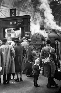 George Rodger G. Children evacuated by train as bombing raids intensify. Life in London during The Blitz of World War II in London History, British History, World History, World War Ii, Nasa History, Tudor History, History Facts, Ancient History, History Magazine