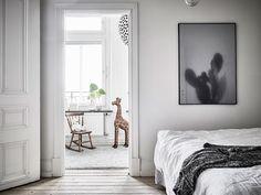 Bostadsrätt, Surbrunnsgatan 8 A i GÖTEBORG - Entrance Fastighetsmäkleri Decorating Blogs, Oversized Mirror, Kids Fashion, House Design, Doors, Bedroom, Inspiration, Furniture, Home Decor