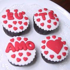 Dia dos Namorados está chegando!!  Nós estamos preparando muitas delícias pra você e seu amor!!  Temos caixinhas com 4 e com 6 CupCakes que você pode personalizar do jeito que quiser! #ConfeitariaDoceDelícia #CupCake #DiadosNamorados #VempraDoceDelícia by docedelicia_ http://ift.tt/1WfKO0E