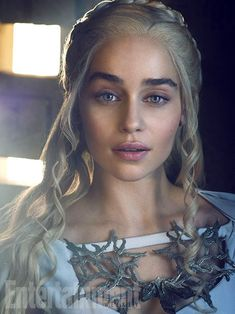 Emilia Clarke on Game of Thrones; 607686658 Emilia Clarke attends the HBO's Post Emmy Awards reception at The London Hotel on September 2016 in West Hollywood, California. Emilia Clarke Daenerys Targaryen, Game Of Throne Daenerys, Daenerys Targaryen Makeup, Dessin Game Of Thrones, Arte Game Of Thrones, Game Of Thrones Cast, Game Of Thrones Khaleesi, Game Of Thrones Characters, Khal Drogo