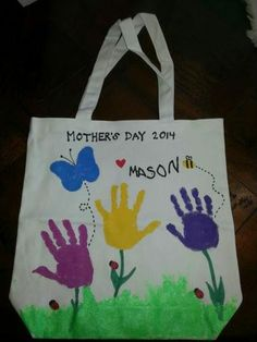 Cute tote bag for Mom's day. You can have your child use their fingerprints for . - Cute tote bag for Mom's day. You can have your child use their fingerprints for the bee and ladyb - Homemade Mothers Day Gifts, Mothers Day Crafts For Kids, Mothers Day Cards, Mother Day Gifts, Diy Mother's Day Crafts, Mother's Day Diy, Crafts Cheap, Toddler Crafts, Preschool Crafts
