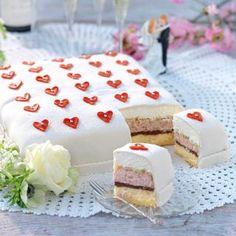 Bröllopstårta - Hemmets Journal Mini Desserts, Delicious Desserts, Yummy Food, Baking Recipes, Cake Recipes, Dessert Recipes, Cocoa Cake, Kolaci I Torte, Swedish Recipes