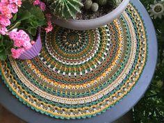 Mandala crochet in toni verde e marrone