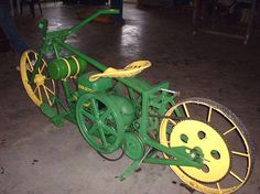 John Deere hit-n'-miss motorcycle Antique Tractors, Vintage Tractors, Vintage Farm, Vintage Bikes, Antique Motorcycles, Cool Motorcycles, Old John Deere Tractors, Lawn Tractors, Old Farm Equipment