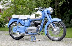 Poland Food Accéder au site pour information Scooters, Blue Motorcycle, Old Motorcycles, Old Bikes, Fast Cars, Hungary, Motorbikes, History, Vehicles