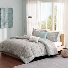 The Madison Park Pure Ronan Collection creates an organic look and feel to your space. The soft blue is the perfect base for this updated paisley design creating a restful oasis in your bedroom. Printed on 200 thread count cotton, this set includes a comforter, two shams and two decorative pillows.