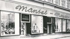 "Zwickau, ""Mayer Mode"", seit dem 19.Jhrd. in Privathand. A fashion store in Zwickau, private business since 19th century."