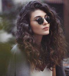 Diferentes cortes de cabello rizado