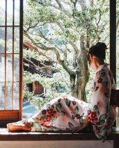Many Japanese wore Kimonos in Ancient Japan. Kimono styles have changed with the times as with any fashion but the […] Kimono Japan, Yukata Kimono, Japanese Kimono, Japanese Girl, Japanese Beauty, Japanese Fashion, Modern Kimono, Summer Kimono, Kimono Fashion