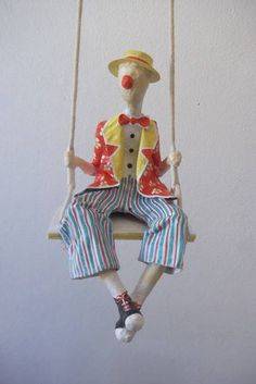 Paper Mache Projects, Paper Mache Crafts, Wire Crafts, Paper Mache Sculpture, Sculptures Céramiques, Paper Dolls, Art Dolls, Plaster Art, Princess And The Pea
