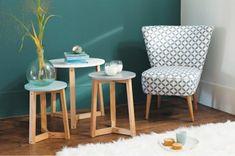 retro sessel tolles design beistelltische weißer teppich pflanze