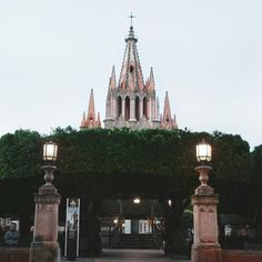 The exquisite public garden, El Jardín, is a crossroads for all of San Miguel's activity, and surrounds one of Mexico's most iconic structures: La Parroquia de San Miguel Arcángel. Link in bio! . . . . . #SanMiguel #SanMigueldeAllende #akinhome #Mexico #ElJardin #bedroomdesign #bedroomdecor #instadecor #homedecor #interiordesign #inspo #styleinspiration #style #textiles #prints #fabric #santafe #santafeart #santafestyle #wanderlust #art #design #inspiration #designer #homedecor #travel…