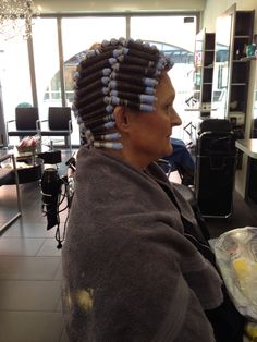 Wikkelen Waaier Perm Rods, Roller Set, Permed Hairstyles, Curlers, Hair Beauty, Hair Styles, Perms, Wraps, Women