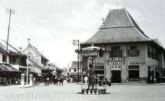 Pertokoan Pasar Gede. 1935. Foto: Westerveld