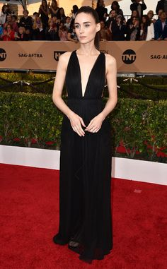 Rooney Mara in Valentino at the SAG Awards 2016 Red Carpet Arrivals I love this gown, so simple but elegant.