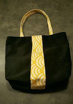 Sac cabas tendance en suédine noire et tissu japonais jaune