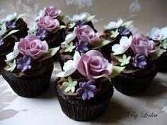 Leslea Matsis Cakes: Rose Cupcakes