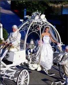 Thème Contes - Voiture des mariés : carrosse en métal blanc digne de Cendrillon #tpmm