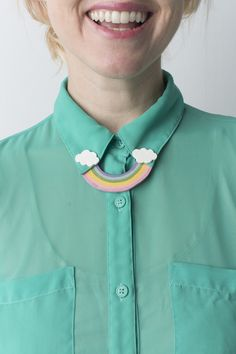 Craft up some St. Patrick's Day-inspired joy with a DIY rainbow collar pin! It's perfect for adding a bit of personality to a plain collared shirt. Quirky Fashion, Diy Fashion, Origami Fashion, Fashion Details, Fashion Online, Fashion Ideas, Collar Clips, Collar Pin, Hipsters
