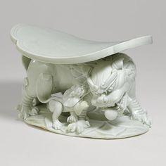 'Qingbai' buddhist lion-shaped pillow 瓷枕.  Northern Song Dynasty    北宋