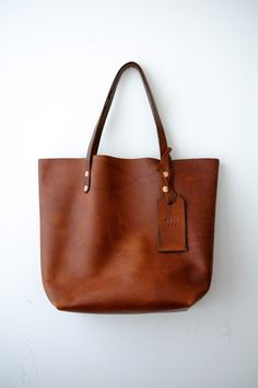 leather purses and handbags Tan Leather Handbags, Leather Purses, Brown Handbags, Leather Bags, Mode Ab 50, Sac Week End, Tan Purse, Brown Leather Totes, White Leather