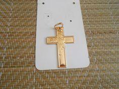 Pingente cruz com face de cristo. Linda Peça.    Largura 3,40 cm altura 6,00 cm. R$ 24,99