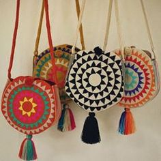Summer must 💛 Campora Round Bags Crochet Designs, Crochet Patterns, Embroidery Bags, Produce Bags, Round Bag, Boho Bags, Crochet Woman, Crochet Round, Tapestry Crochet