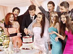 Młode pary wiedzą, że wielka impreza z przyjaciółmi i rodziną kosztuje sporo pieniędzy. Co jednak z gośćmi? Okazuje się, że oni też muszą sięgnąć głęboko do portfela.