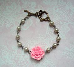 märchenhaftes Armband Rose pink weiß  von MiMaKaefer auf DaWanda.com