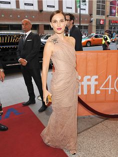 Natalie Portman made another glam appearance at the Toronto International Film Festival on Thursday night, this time for the premiere of her writing and directing debut, A Tale of Love and Darkness. #TIFF #TIFF2015