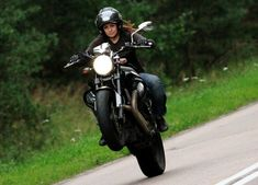 Resultado de imagen de motos y chicas Yamaha Yard Built XJR1300 Monkeefist ~ Return of the Cafe Racers