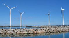 Investigador de la Universidad de Chile, Luis Vargas, está estudiando la forma de impactar positivamente en el ahorro de costos de generación y en la seguridad del sistema. https://www.veoverde.com/2014/06/estudio-podria-reducir-costos-de-generacion-de-energia-eolica-en-chile/ ISCI