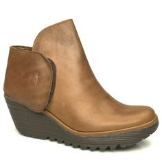 Fly London Yellow Yogi Ankle Casual, pull-on ankle boot from Fly London. Leather upper which has a touch fastening feature on the ankle with a small Fly London branding motif. It also has a chunky wedged sole with a heel height o http://www.comparestoreprices.co.uk/womens-shoes/fly-london-yellow-yogi-ankle.asp